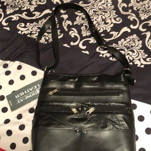 Black Leather Cross Body Purse!